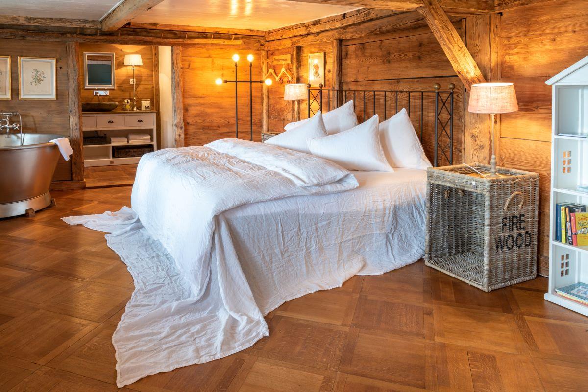 Keiserskammer-Bedandbreakfast-Zimmer-Übernachtung-Bettwil-Freiamt-Familienzimmer-Kinderbetten-Alkove-Badewanne-Dusche